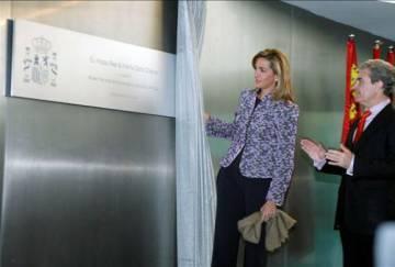 The Infanta Doña Cristina and the former Minister of Culture, César Antonio Molina, at the inauguration of Arqua, in November 2008.