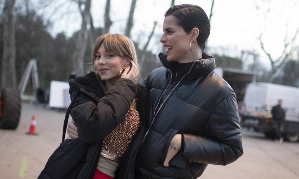 Ester Expósito and King Jedet in the filming of 'Venom'.