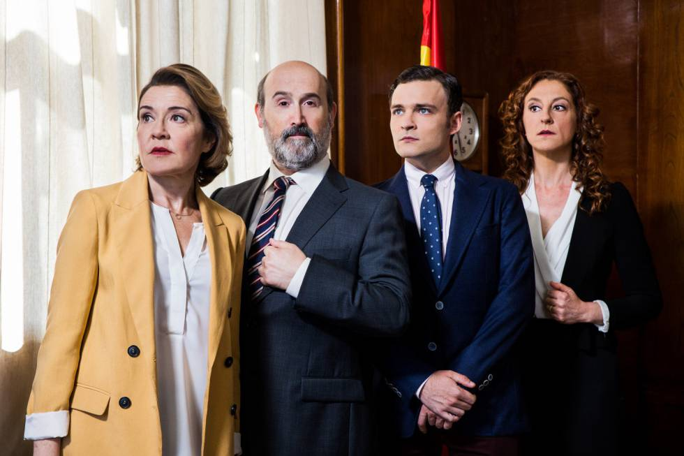Javier Cámara, en el centro, en 'Vota Juan'.
