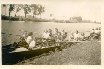 Margot Frank, in the middle in the back boat, in a rowing club in 1941.