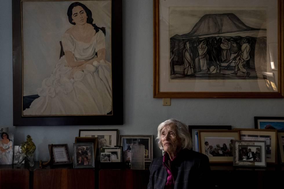 María de Jesús de la Fuente, viuda de O' Higgins, quien donó a la UNAM los 216 dibujos de grafito ´Trabajadores de la construcción'