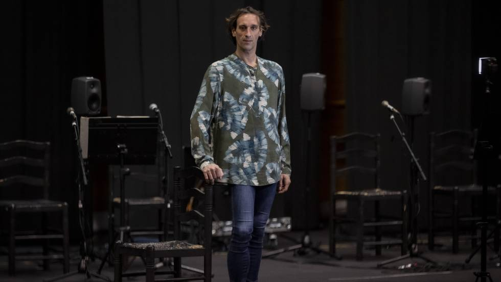 Rubén Olmo, in a rehearsal room of the National Ballet of Spain.