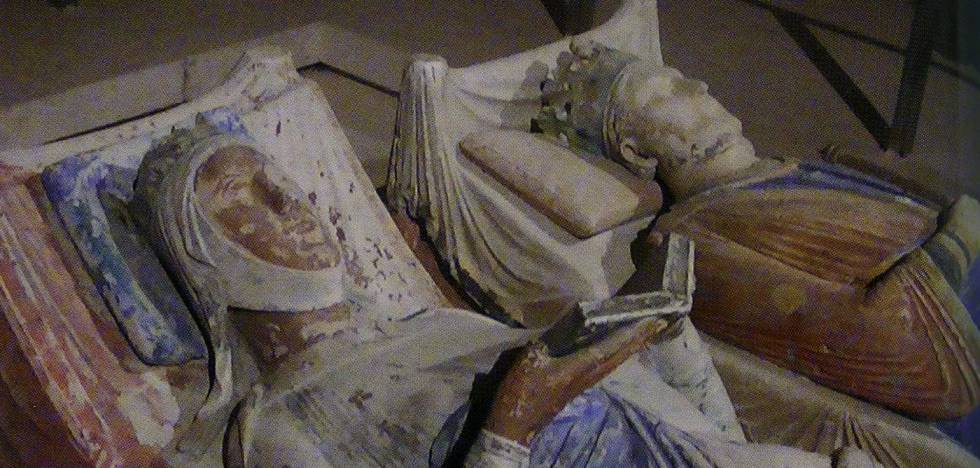 Tomb of Leonor de Aquitaine, next to Enrique II, in the abbey of Fontevraud.