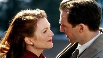 Julianne Moore y Ralph Fiennes en 'El fin del romance', la adaptación de la novela de Greene que Neil Jordan dirigió en 1999.