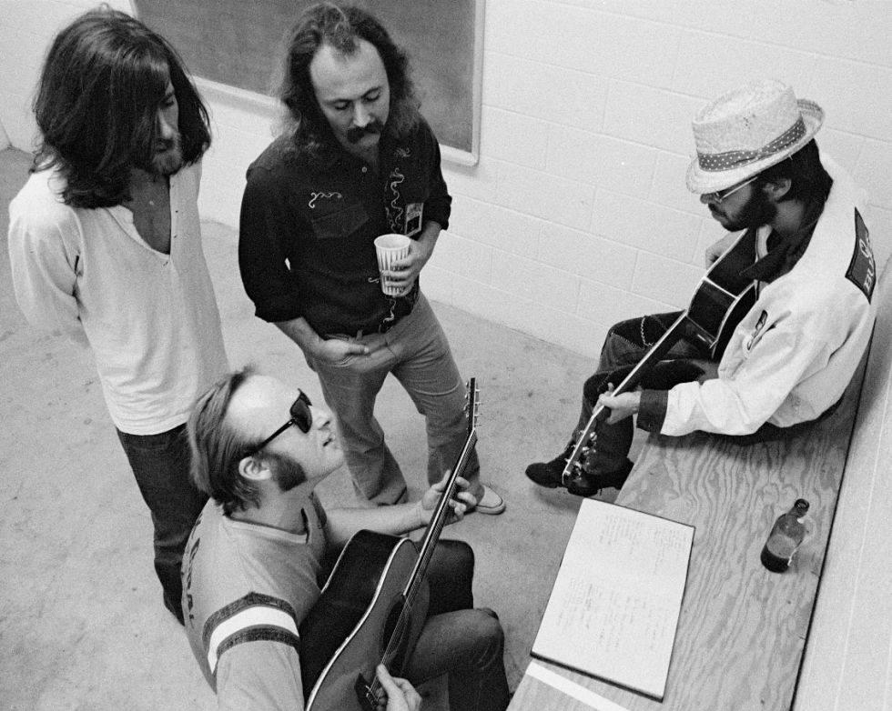 Stephen Stills (primer término), junto a Nash, Crosby y Young, en Buffalo en 1974.