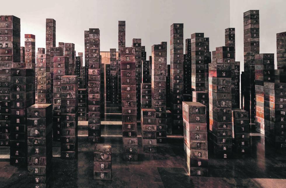 La instalación 'Suisses morts' (1991), de Christian Boltanski.