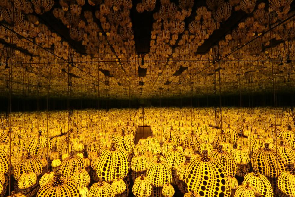 'Infinity Mirrored Room. All the Eternal Love I Have for the Pumpkins' (2016), de Yayoi Kusama.