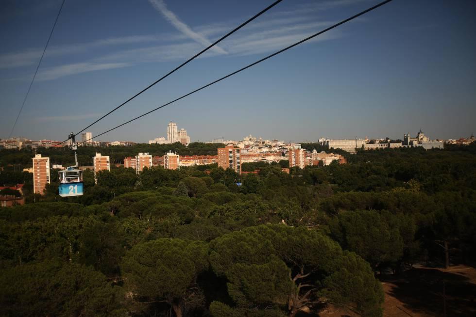 La Casa de Campo de Madrid, desde el teléférico que une el parque con el Paseo del pintor Rosales.