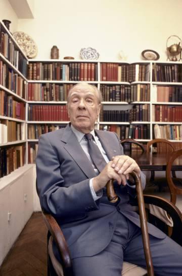 Jorge Luis Borges en su casa de Buenos Aires en 1983.