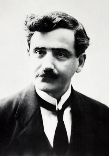El poeta peruano José María Eguren.