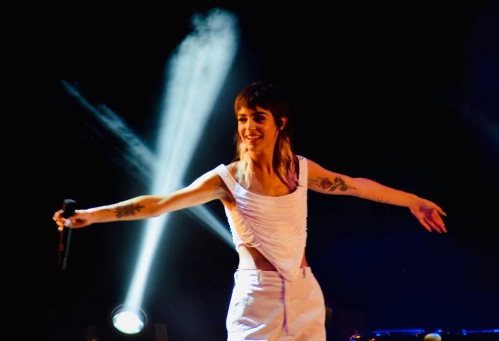 Natalia Lacunza sobre el escenario durante la primera jornada del Tomavistas.