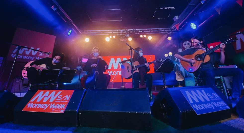 Concierto en directo de María Rodés y su banda en el Monkey Week 2020.