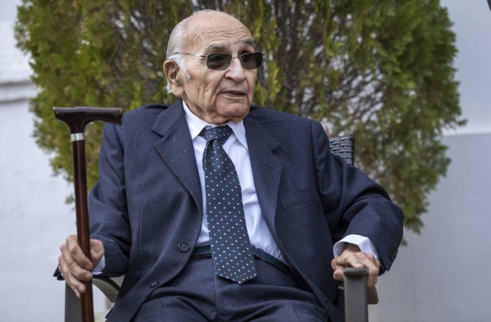 El poeta Francisco Brines, en su casa de Oliva (Valencia), en 2019.