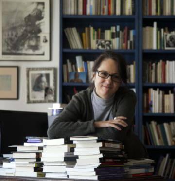 Marta Sanz en su casa de Madrid.