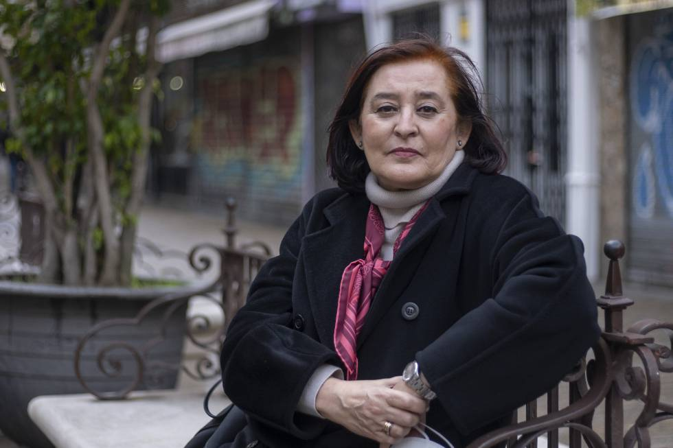 Anabel Moreno, in a recent image, in a Seville square.