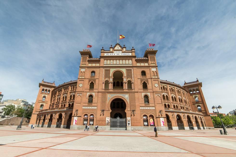 Main facade of the Plaza de Las Ventas.