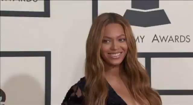 A cantora Beyoncé, antes de entrar na premiação.