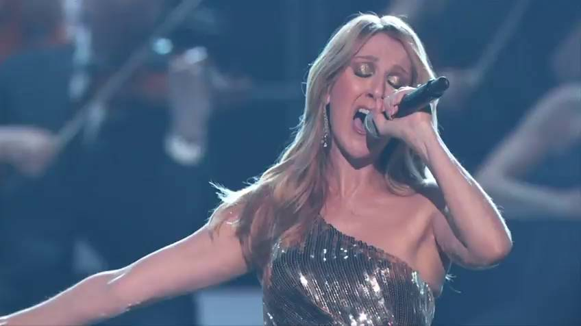 Celine Dion cantou 'The Show Must Go On', do Queen, que dedicou a seu marido, René Angelil, falecido no começo do ano.