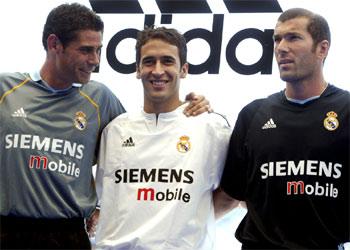El Real Madrid estrena la equipación 2003-04  d0118dca09375