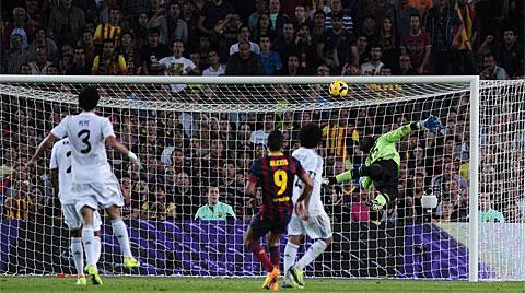 Avanza el Barça, retrocede el Madrid