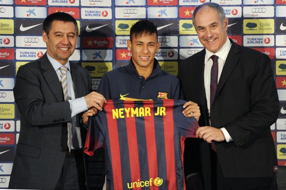 Brazilian star Neymar (center) is presented at Barcelona.