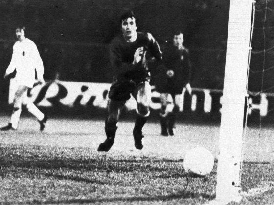 De eigen goal van Reina, Nederland - Spanje 3-2, 2 mei 1973