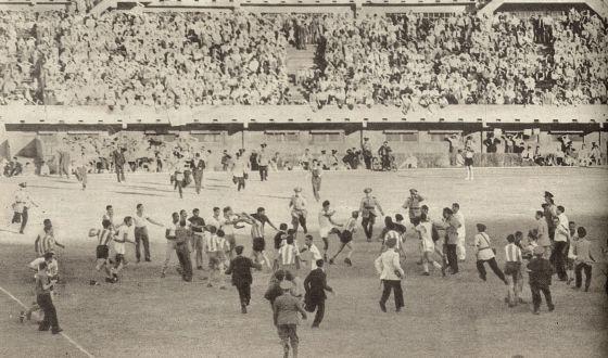 Argentinos y brasileños se pegan sobre el campo tras la entrada de Jair a Salomón.