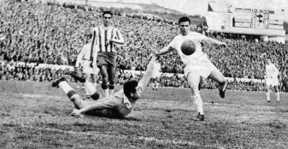 Puskas marca ante el Granada.