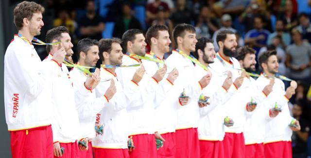 España posa con la medalla de bronce. 03f9184bb0da6