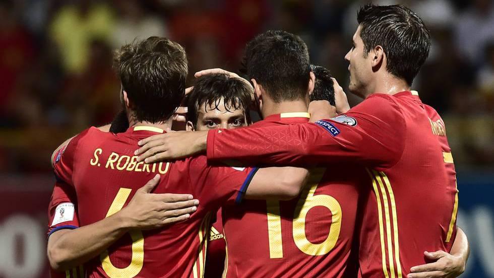 Jogadores da Espanha celebram um dos gols
