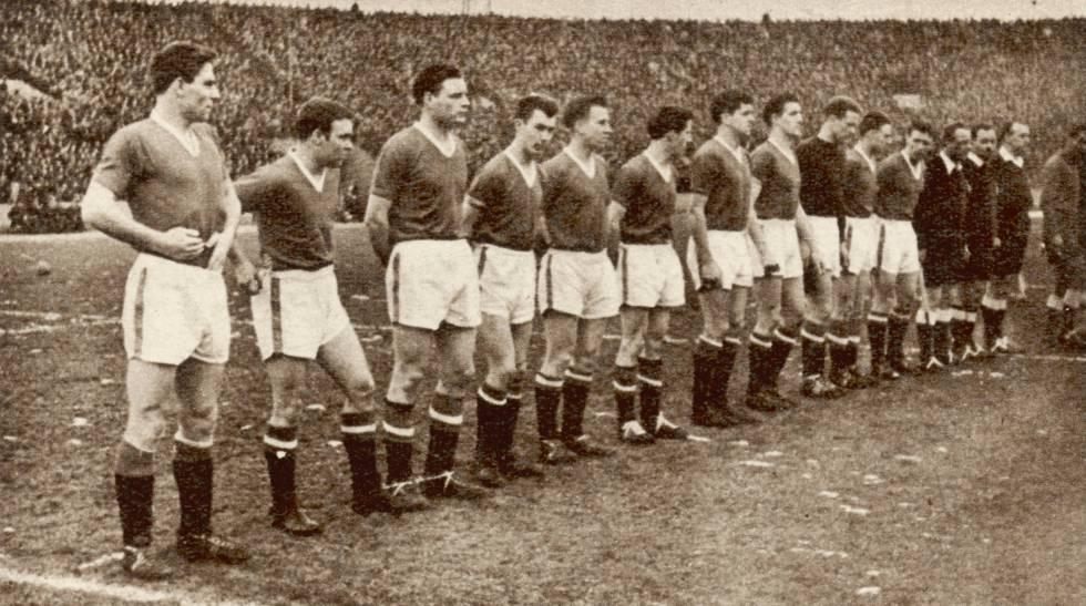 El equipo del Manchester United ante de enfrentarse al Estrella Roja de Belgrado. Al regreso del partido, ocurrió el accidente.