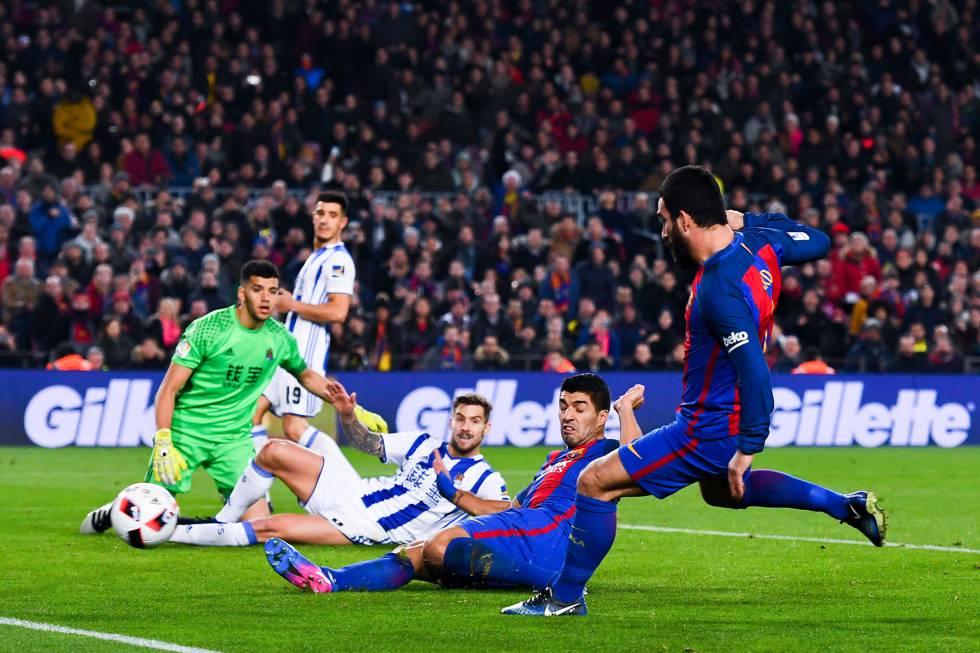 Arda marca el cuarto gol para el Barcelona en el Camp Nou.