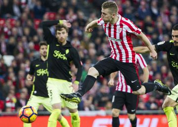 El Athletic remonta con suspense ante el Sporting