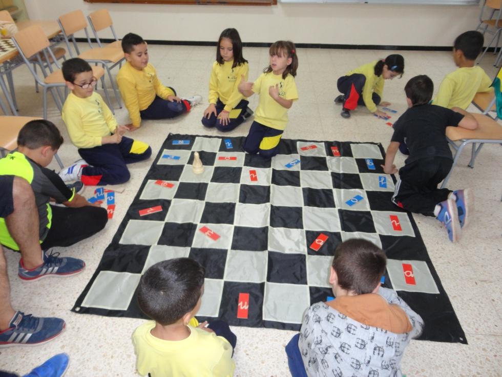 Ajedrez educaci n el ajedrez nutre la educaci n for Ajedrez gigante para jardin