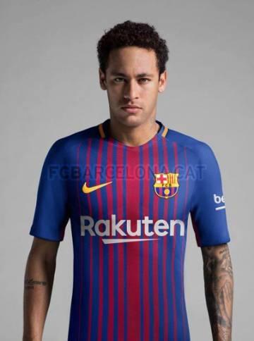 cc73f45587 El Barcelona presenta la nueva camiseta para la temporada 2017-2018 ...