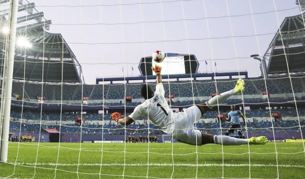 Partidos de fútbol de una hora y penaltis por cederla al portero ... c619e423ddc5b