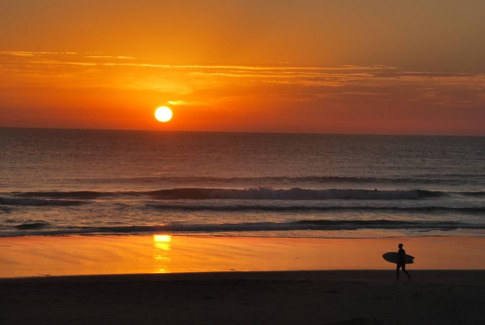 Ocho destinos de España y Portugal para aprender y practicar surf