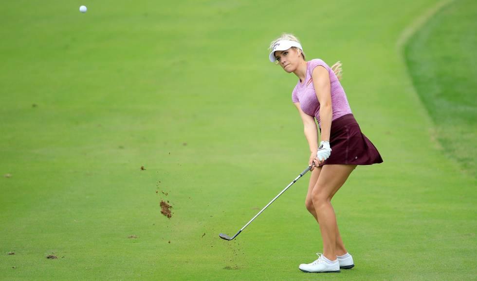 Al golf no se juega con escote ni con minifalda  f0bcad18d600
