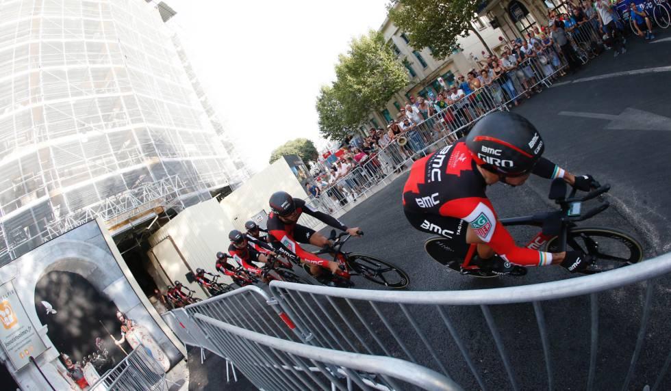 El BMC gana la contrarreloj y Rohan Dennis lidera la Vuelta a España ...