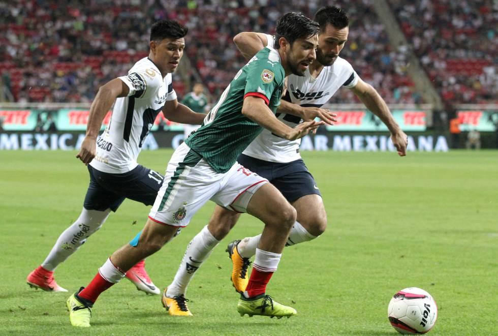 420ee2adf Las Chivas dejan ir con vida a unos inofensivos Pumas (1-1 ...