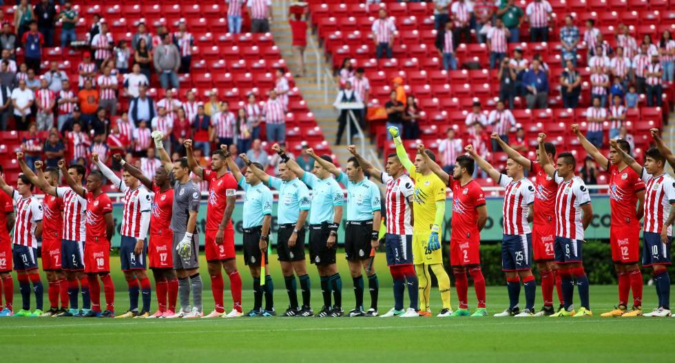 Lobos vence a Chivas en el primer partido oficial tras el sismo en México  (1-2) f976b0bcf7c8f