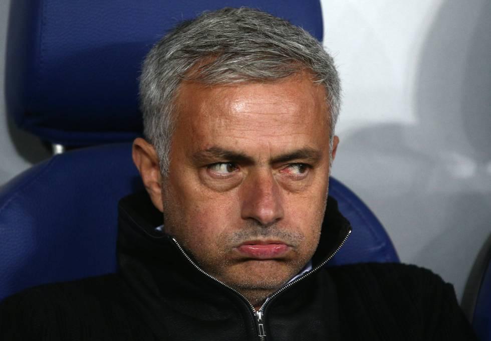 Mourinho durante un partido con el Manchester United, su actual club.
