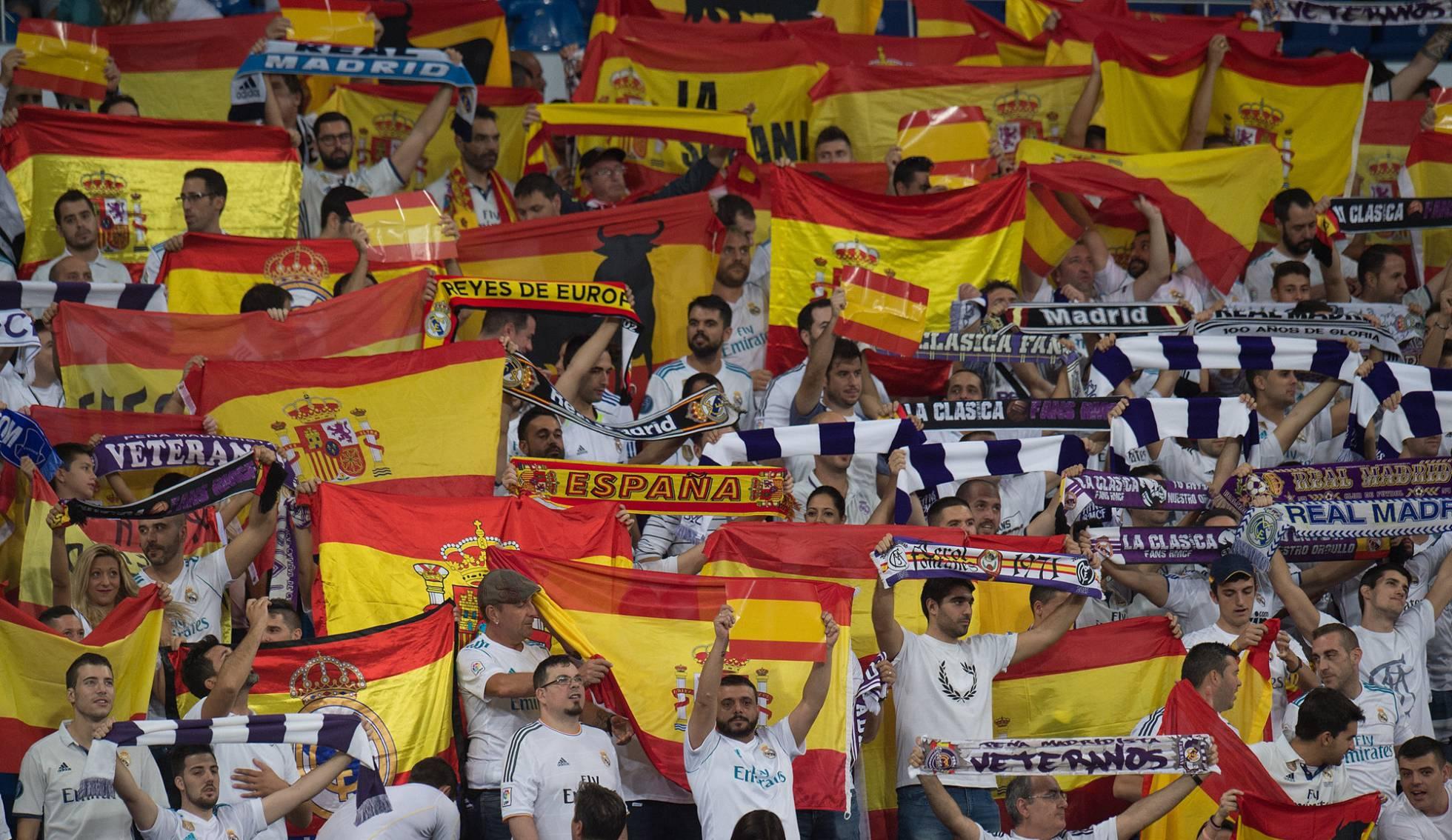 El Santiago Bernabeu estuvo repleto de banderas apoyando a España