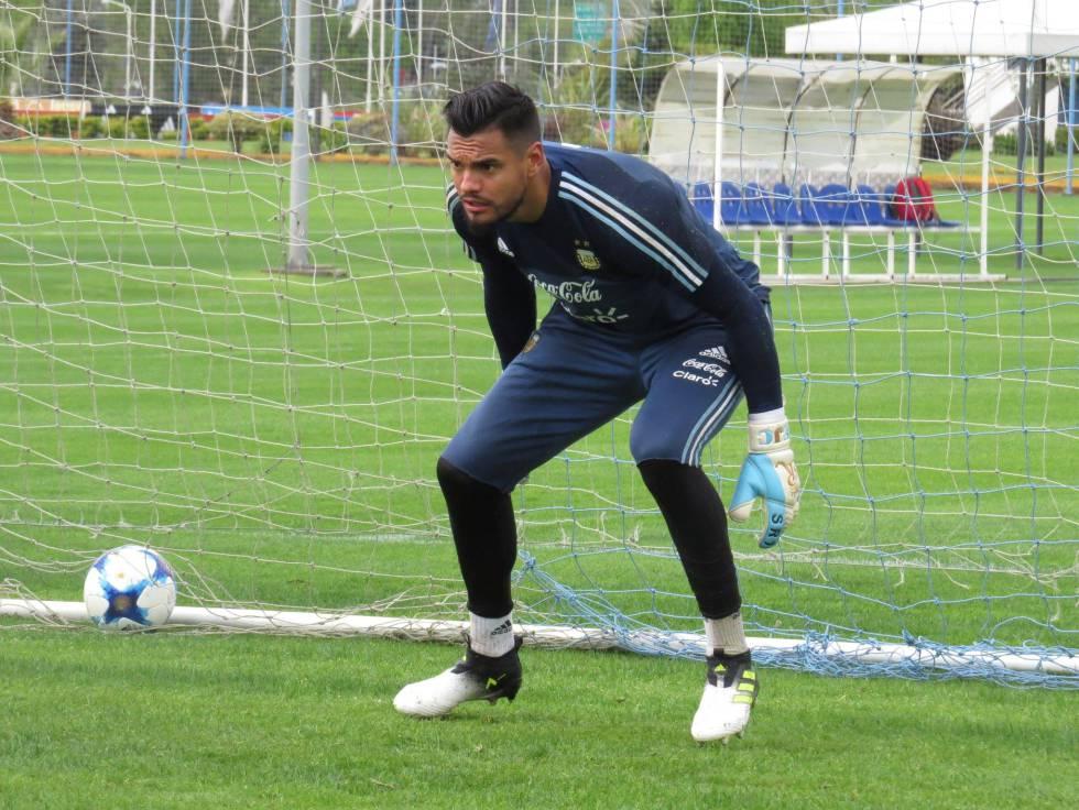 Sergio Romero es uno de los pocos que ha trabajado este lunes con la selección argentina.
