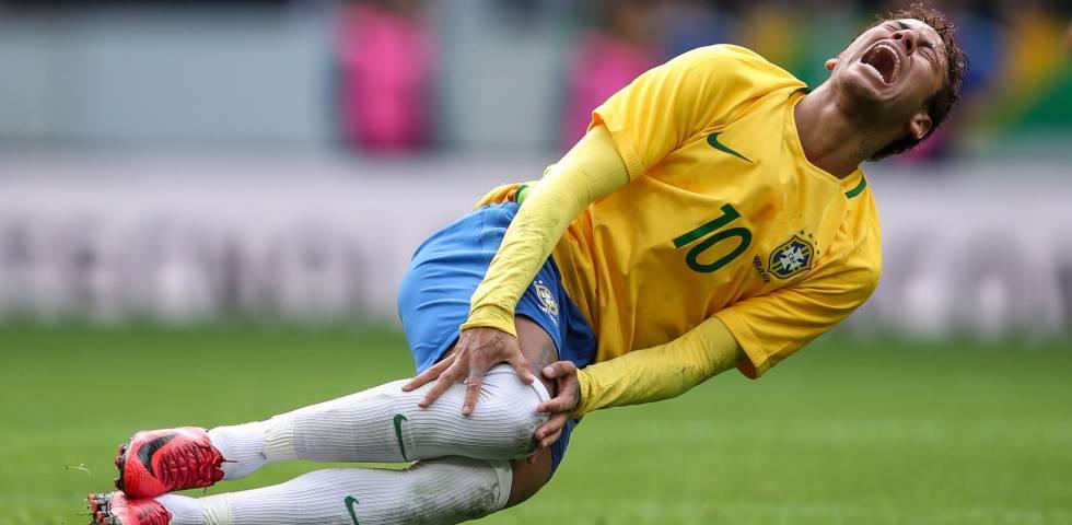 A entrevista em que neymar atacou a imprensa e comeou a chorar neymar grita aps sofrer falta no jogo contra o japo stopboris Image collections