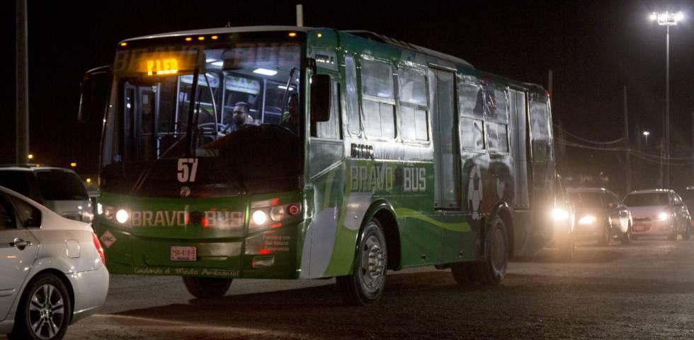 Este autobús transporta a los hinchas de Bravos desde el puente internacional El Paso-Ciudad Juárez al estadio.