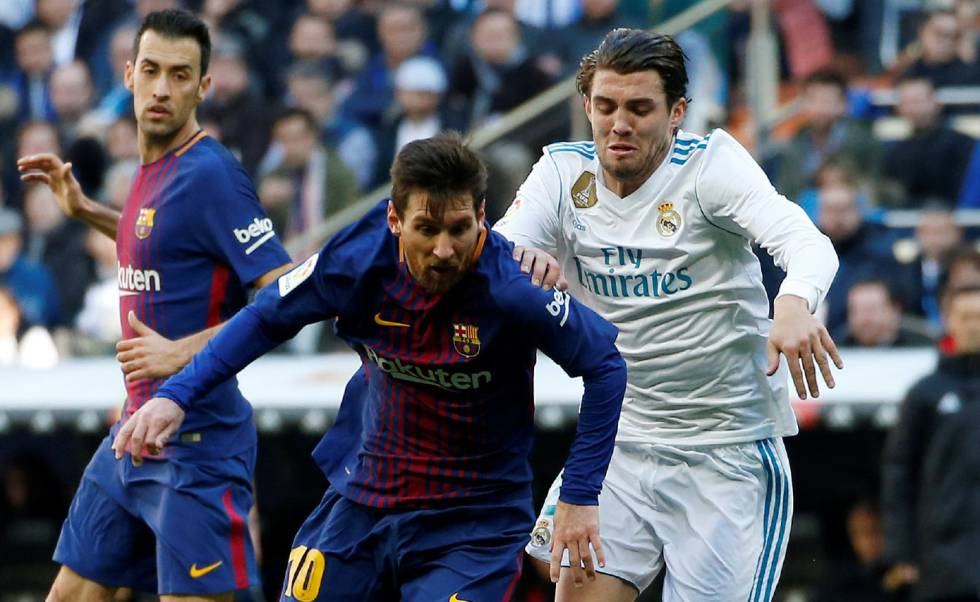 Kovacic persigue a Messi.