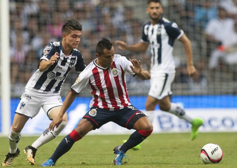 González en busca del balón frente a Edwin Hernández. 69c5b8ec05864