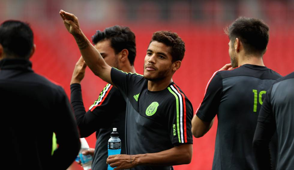 Jonathan Dos Santos en un entrenamiento con México.