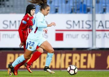 Fútbol Femenino  El Barcelona vence al Madrid y aviva la Liga ... f1db35ce84ca7